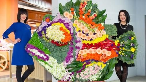 Рекордная по величине композиция из цветов в честь 8 Марта