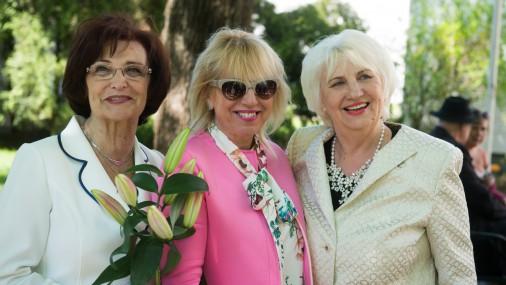 Три Ольги наслаждаются жизнью
