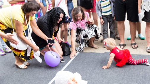 Соревнования малышей по ползанию в Эргли