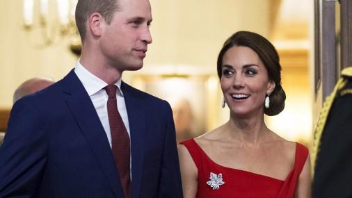 Кейт Миддлтон в красном платье на приеме в Канаде