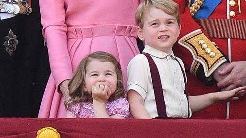 Принцесса Шарлотта и принц Джордж на праздновании дня рождения Елизаветы II