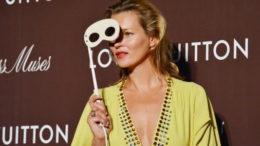 """Катрин Денев и Кейт Мосс на открытии бутика """"Louis Vuitton"""" в Токио"""