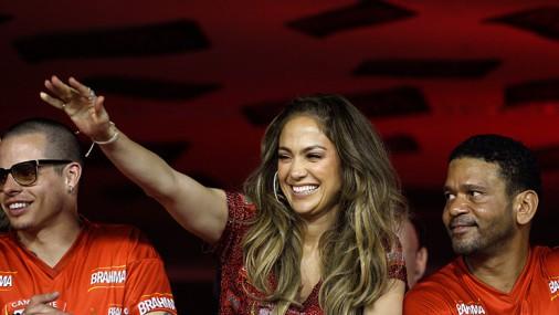 Лопес наблюдает за карнавалом Рио