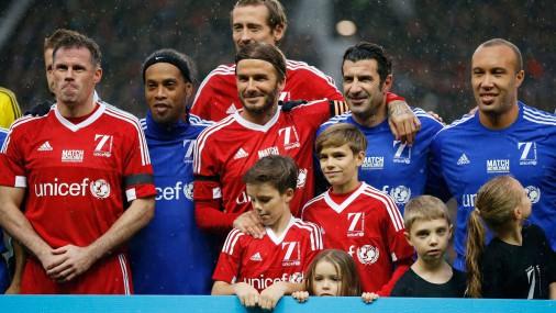 Дэвид Бекхэм с детьми перед игрой