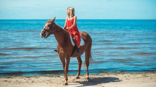 Apceļo Latviju! Izjāde ar zirgiem gar jūras krastu Zvejniekciemā