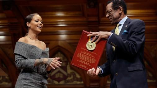 Rianai piešķirta Hārvarda Universitātes Filantropa balva