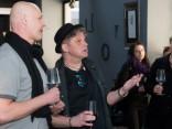 Mākslinieks Vilipsōns atklāj darbu izstādi vīna bārā «Garage»
