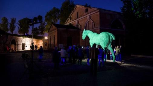 Daugavpils cietoksnī atklāta Rotko centra spoku zirga skulptūra