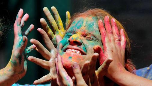 Holi krāsu festivāls Mumbajā