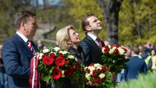 4. Maija svinīgā ziedu nolikšanas ceremonija