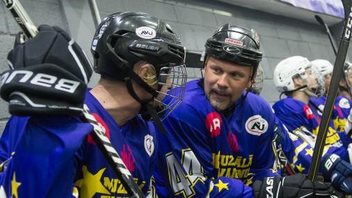 Latvijas zvaigžņu muzikālā hokeja spēle