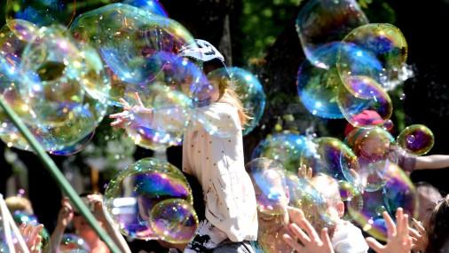 В Риге прошел парад пузырей