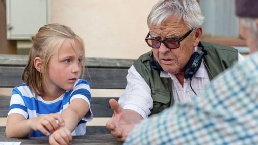"""Ieskats Vara Braslas filmas """"Vectēvs, kas bīstamāks par datoru"""" tapšanā"""