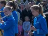 Krāšņi tērpi un populāras dziesmas Latvijas izglītības iestāžu pūtēju orķestru izpildījumā