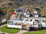 Mila Kunisa un Eštons Kučers par 10 miljoniem iegādājas villu okeāna krastā