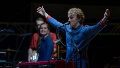 «The Sound Poets» koncerts «Pulsē» Siguldas pilsdrupās iedvesmo tūkstošiem cilvēku