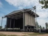 """Lucavsalā notiek gatavošanās """"Red Hot Chili Peppers"""" koncertam"""
