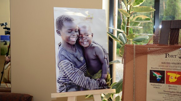 Пока Мадара Репше в Уганде, в Адажи открыли ее выставку