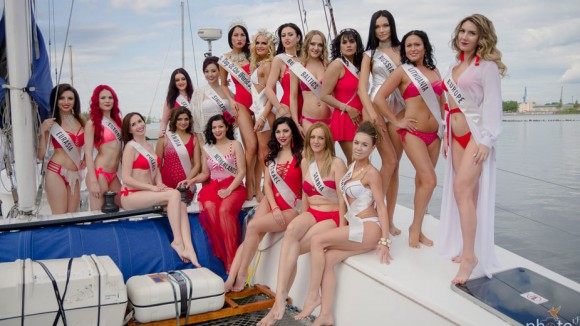 "Участницы ""Mrs/Miss Top of the world 2017"" в купальниках"