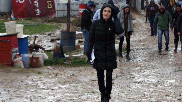 Анджелина Джоли в Греции встретилась с беженцами