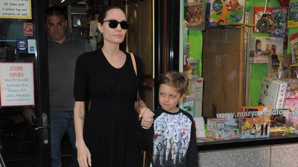 Поймали: Анджелина Джоли с сыном в Нью-Йорке