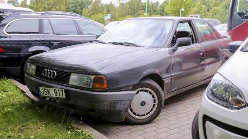 Lietuvas basketbola zvaigzne Valančūns uz treniņu ierodas ar 300 eiro vērtu auto