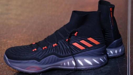 Обувь «adidas» Порзингиса включают символику памятника Свободы