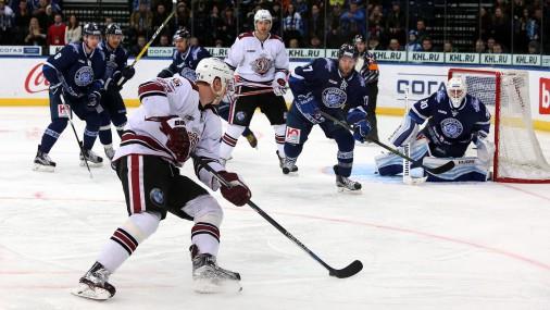 Rīgas «Dinamo» principiālā cīņā pieveic Minskas hokejistus