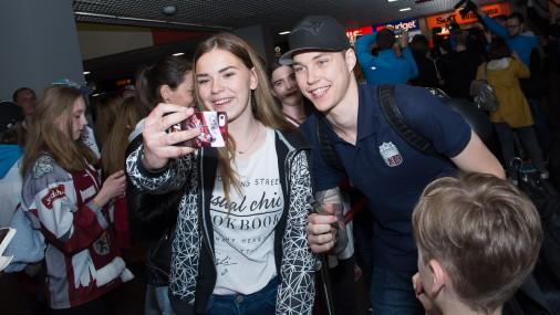 Latvijas hokeja izlase tiek sagaidīta Rīgas lidostā