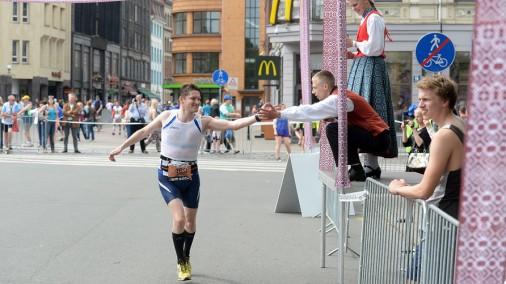 Вот как поддерживали бегунов во время Рижского марафона