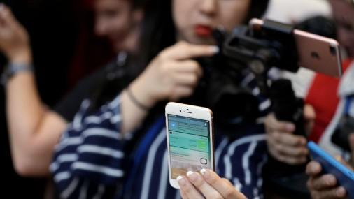 «Apple» prezentē jaunos «iPhone» modeļus
