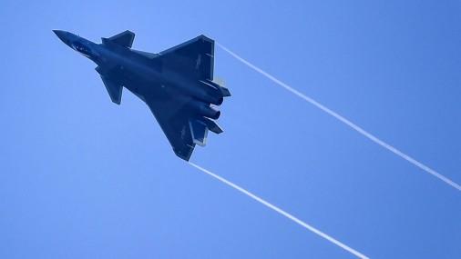 Ķīnas jaunie iznīcinātāji J-20