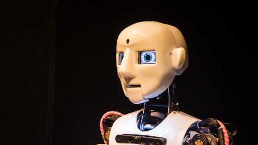 """Atklāj robotikas izstādi """"Robotu balle"""""""