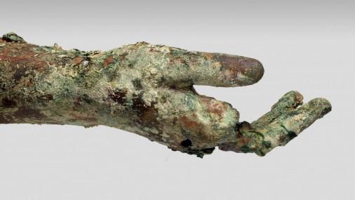 Nogrimuša kuģa vrakā atrod 2000 gadus senu bronzas roku