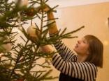 Igaunijas prezidente izrotā Ziemassvētku eglīti