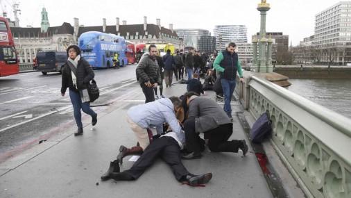 Apšaude pie parlamenta ēkas Londonā