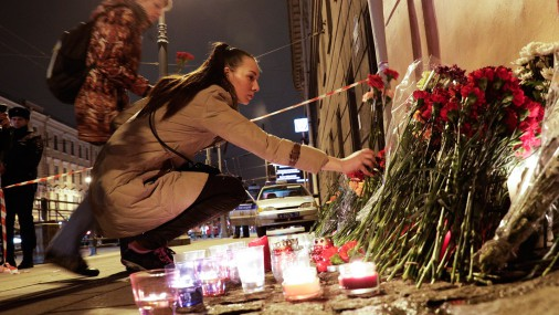 В России поминают жертв взрыва в метро Санкт-Петербурга