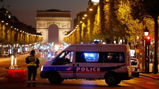 Перестрелка в центре Парижа: погиб полицейский