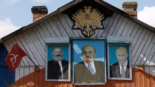 """Деревня, где """"живут"""" правители России"""