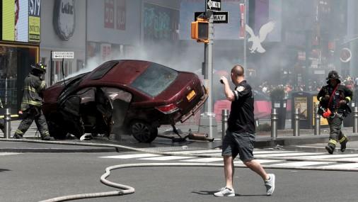 В Нью-Йорке автомобиль врезался в толпу