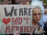 В Манчестере собрались тысячи людей, чтобы почтить память погибших в теракте