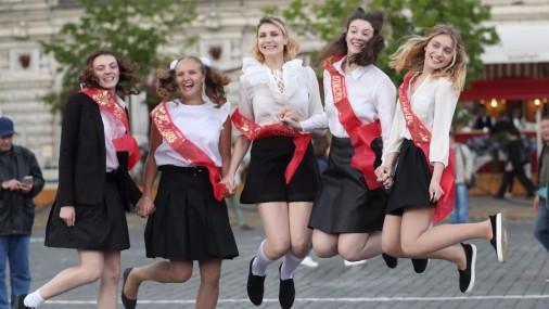 Последний звонок в российских школах
