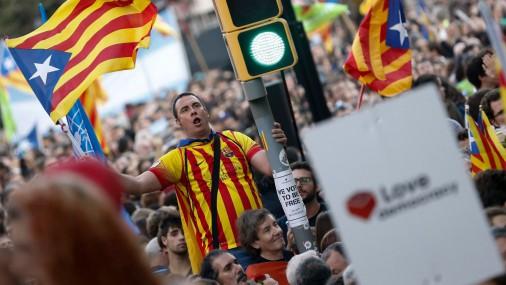 В Каталонии продолжаются демонстрации сторонников и противников независимости