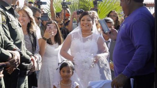 Свадьба на границе США и Мексики