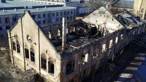 Nodegusī neapsaimniekotā ēka Brīvības ielā