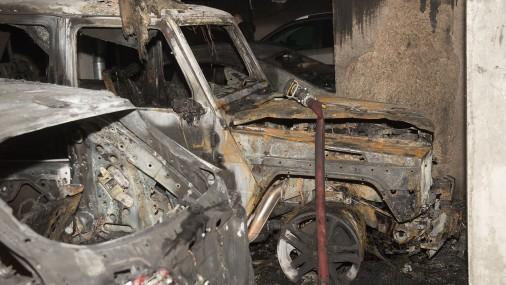 В подвале многоквартирного дома на ул. Салнас горят машины