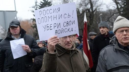 Pikets pie Krievijas vēstniecības Rīgā pret agresiju Ukrainā