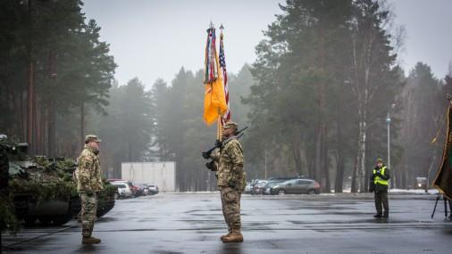 """ASV """"Silver Lions"""" karavīri ar svinīgu ceremoniju Ādažos sāk dienestu Latvijā"""