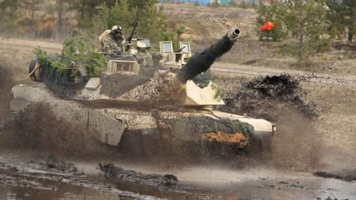 На полигоне в Адажи тренируются в стрельбе американские танки «Abrams»