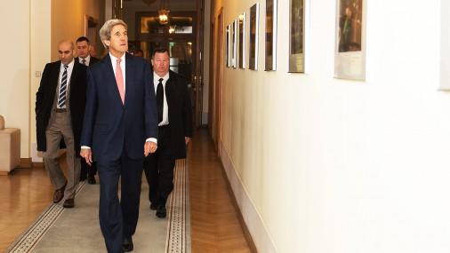 Премьер Кучинскис встретился с бывшим госсекретарем  США Керри